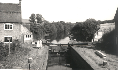 Top Lock showing the old Anchor Inn